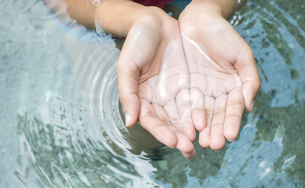 Haende im Wasser